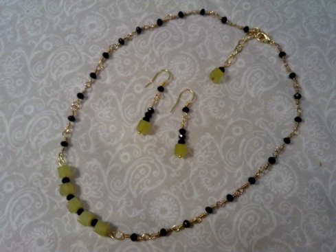 Yellow Korean jade and black crystals necklace and earings